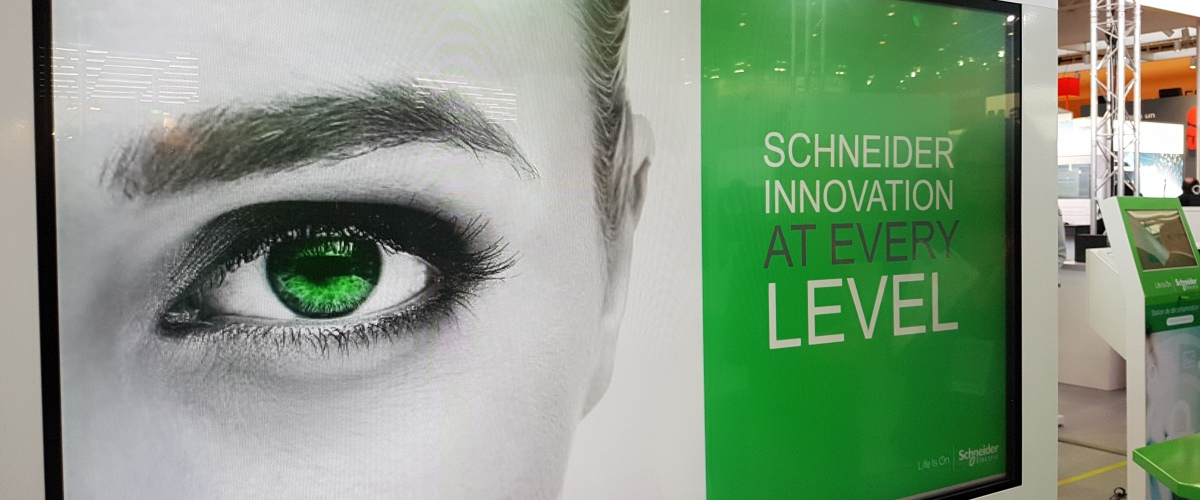 Sur le stand Schneider Electric à Global Industrie Lyon